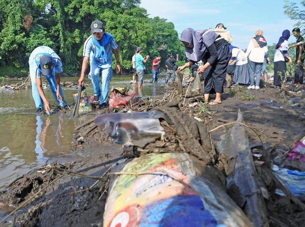 Bersih-bersih di Hari Peduli Sampah Nasional