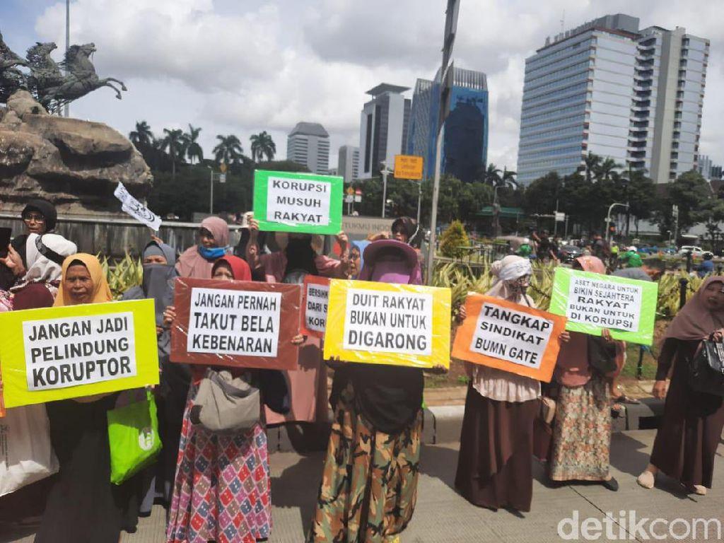 Pasukan Emak-emak Ikut Ramaikan Aksi 212 di Monas