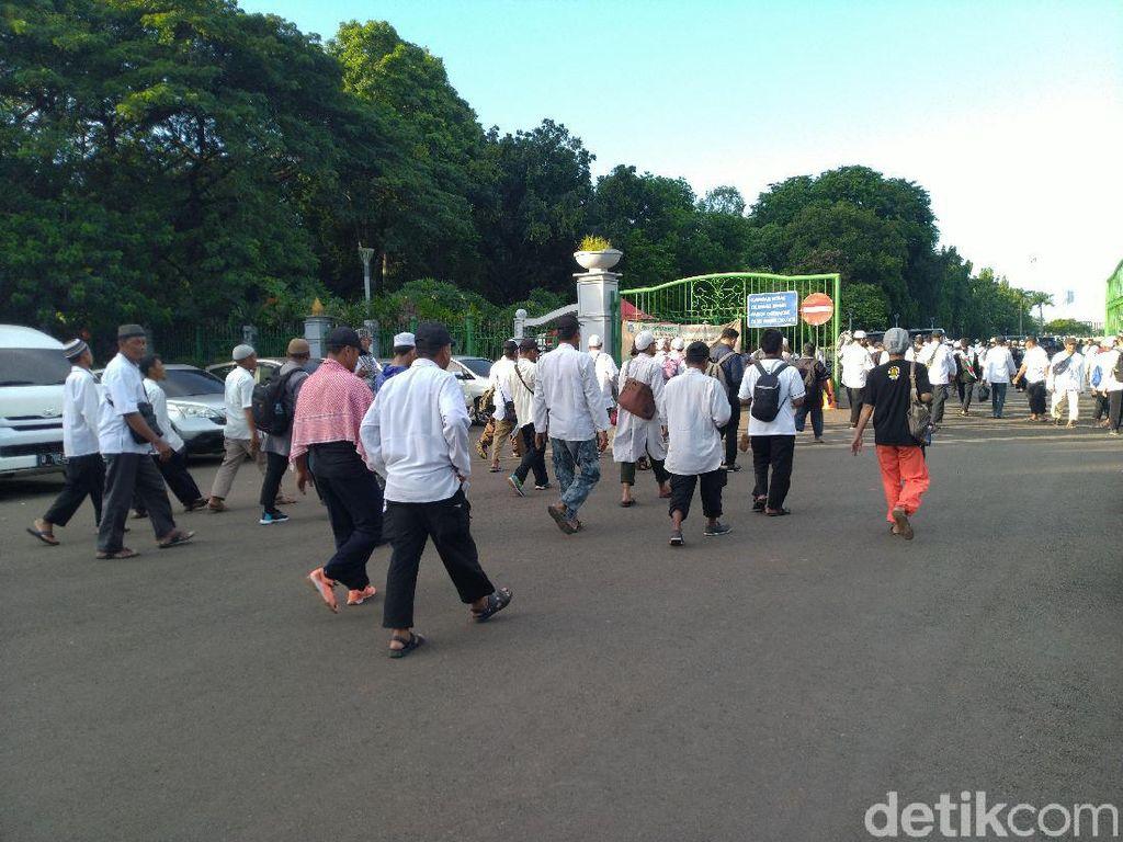 Demo Selesai, Massa Aksi 212 Tinggalkan Kawasan Patung Kuda
