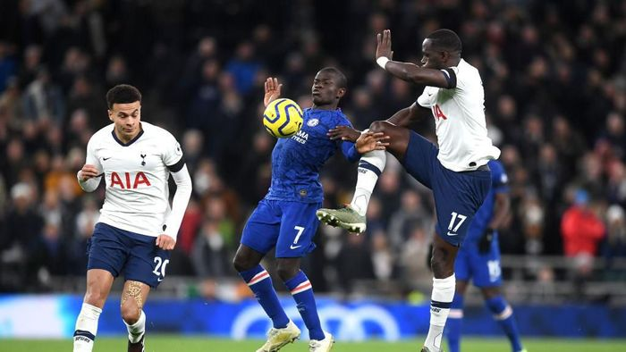 LONDON, ENGLAND - DECEMBER 22: Moussa Sissoko of Tottenham Hotspur and Ngolo Kante of Chelsea clash  during the Premier League match between Tottenham Hotspur and Chelsea FC at Tottenham Hotspur Stadium on December 22, 2019 in London, United Kingdom. (Photo by Michael Regan/Getty Images)