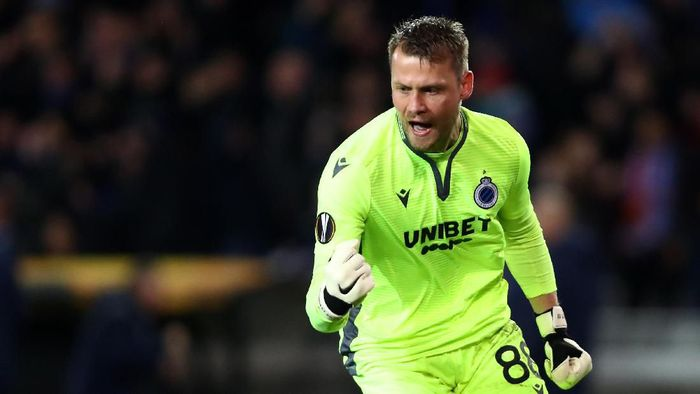 BRUGGE, BELGIUM - FEBRUARY 20:  Simon Mignolet of Club Brugge celebrates his teams first goal during the UEFA Europa League round of 32 first leg match between Club Brugge and Manchester United at Jan Breydel Stadium on February 20, 2020 in Brugge, Belgium. (Photo by Dean Mouhtaropoulos/Getty Images)
