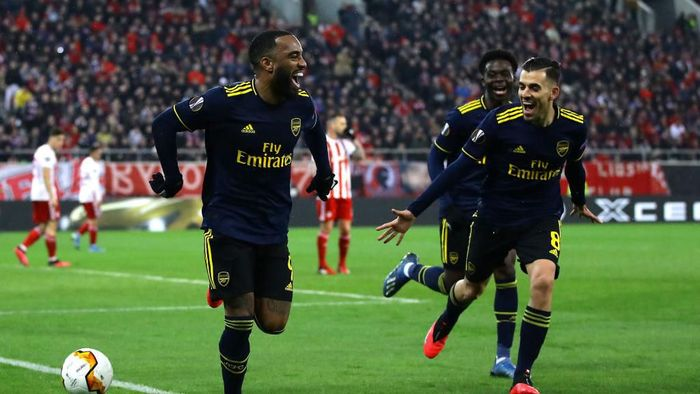 PIRAEUS, GREECE - FEBRUARY 20: Alexandre Lacazette of Arsenal celebrates after scoring his teams first goal during the UEFA Europa League round of 32 first leg match between Olympiacos FC and Arsenal FC at Karaiskakis Stadium on February 20, 2020 in Piraeus, Greece. (Photo by Richard Heathcote/Getty Images)