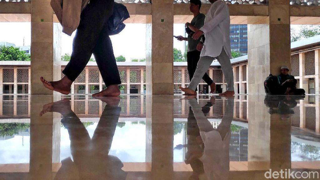 Melihat Suasana Masjid Istiqlal Jelang Aksi 212