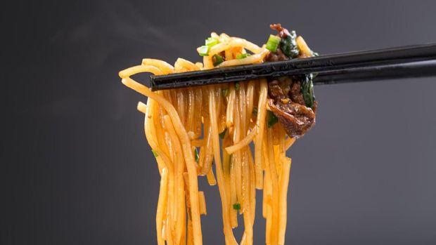 stir fried rice noodle with black background