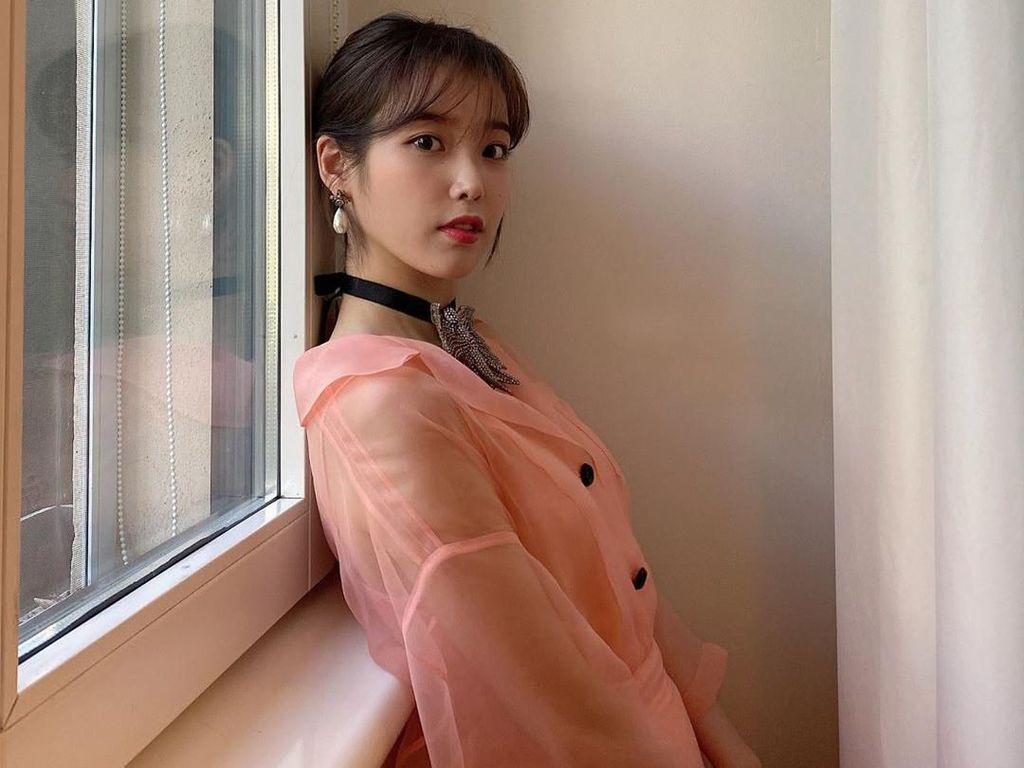 IU Tampil bak Jang Man Wol di Milan Fashion Week