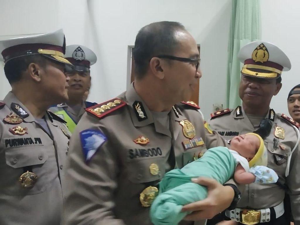 Bayi yang Lahir Ditolong Polisi di Tol JORR Diberi Nama Perwira Sambodo