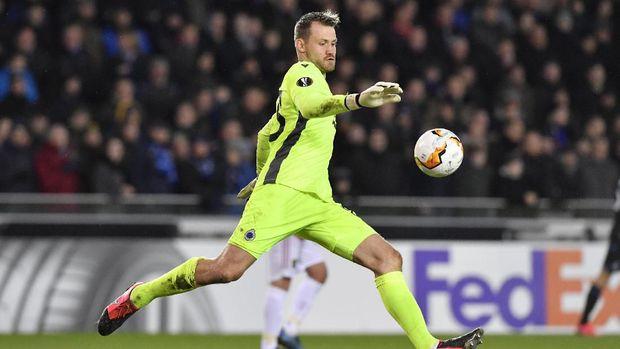 Simon Mignolet menciptakan assist saat Club Brugge melawan MU.
