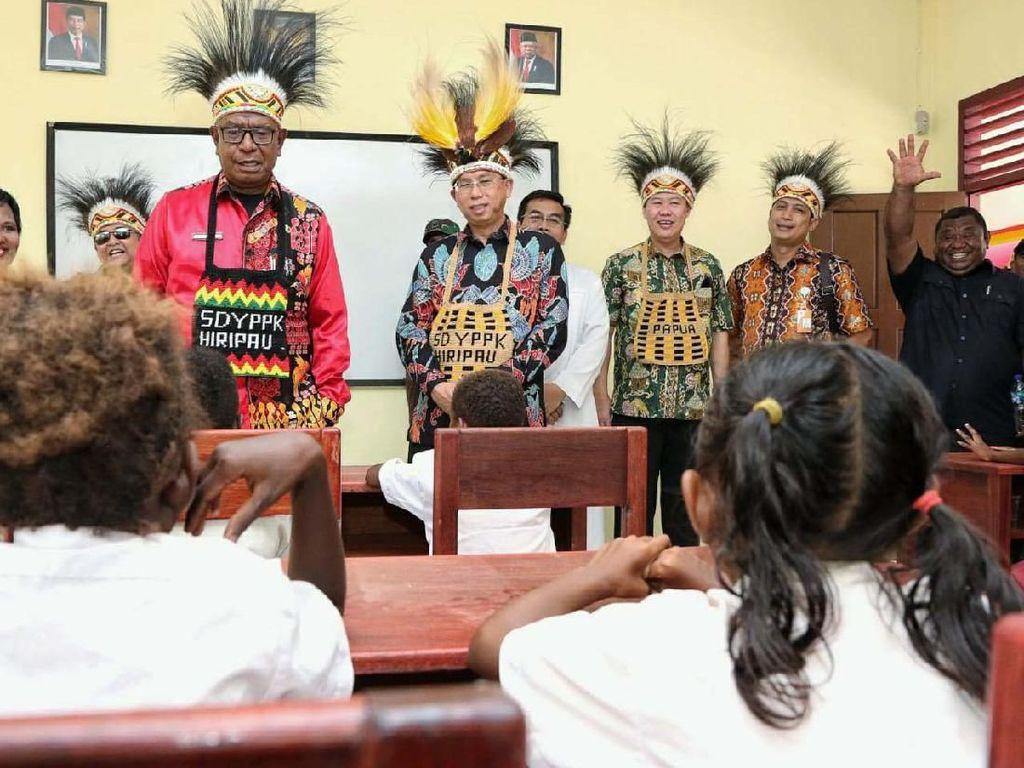 Bank Mega Renovasi SD Aloysius YPPK Tillemans di Papua