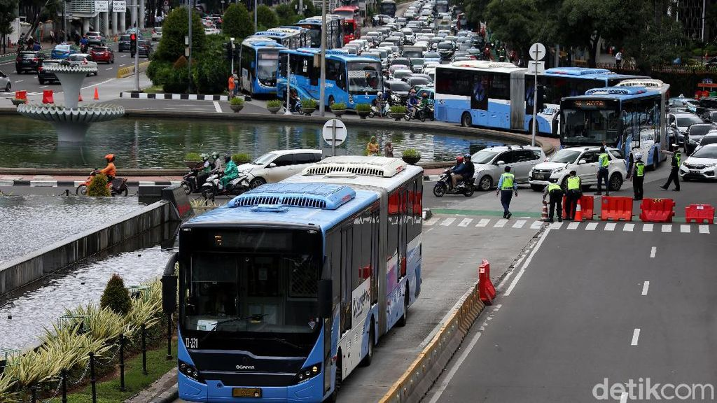 Bus TransJakarta Tetap Beroperasi di Tengah Aksi 212