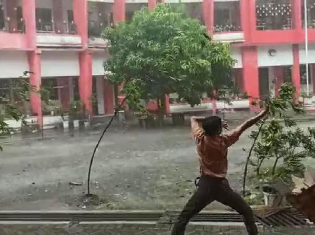 Video: Viral Avatar Kendalikan Angin Muncul di Blitar