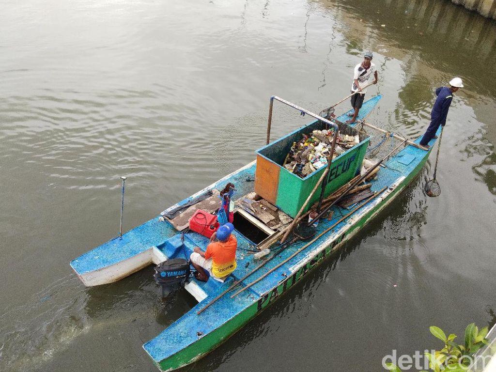 Pj Walkot Makassar soal Penyebab Pantai Losari Kotor: Sampah dari Kanal Jongaya