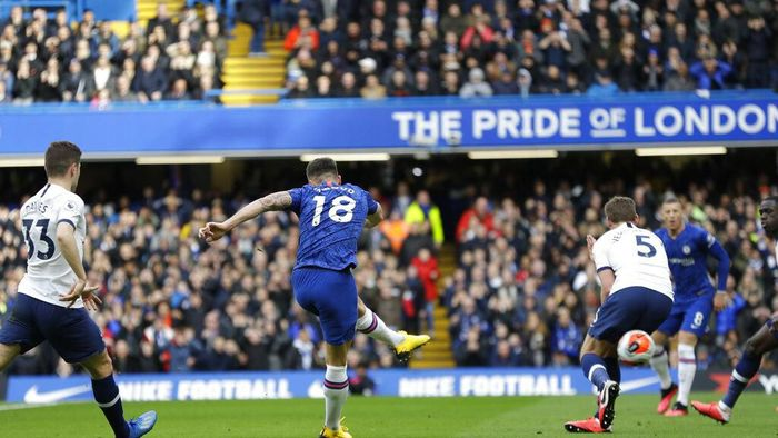 Chelseas Olivier Giroud kicks the ball past Tottenham Hotspur defenders to score a goal during their English Premier League soccer match in London, England, Saturday, Feb. 22, 2020. (AP Photo/Kirsty Wigglesworth)