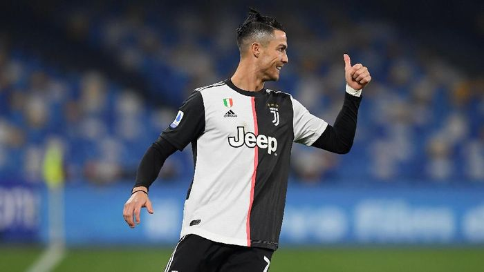 NAPLES, ITALY - JANUARY 26: Cristiano Ronaldo of Juventus during the Serie A match between SSC Napoli and  Juventus at Stadio San Paolo on January 26, 2020 in Naples, Italy. (Photo by Francesco Pecoraro/Getty Images)