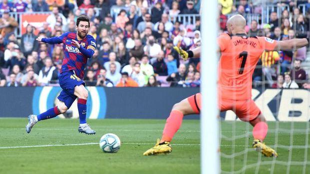 Messi mencetak gol kedua.