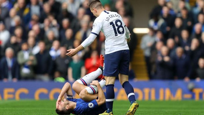 LONDON, ENGLAND - FEBRUARY 22:  Cesar Azpilicueta of Chelsea goes down after a challenge from Giovani Lo Celso of Tottenham Hotspur during the Premier League match between Chelsea FC and Tottenham Hotspur at Stamford Bridge on February 22, 2020 in London, United Kingdom. (Photo by Julian Finney/Getty Images)