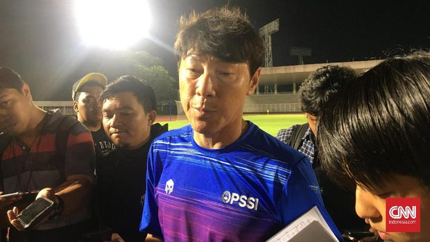 Timnas Indonesia kalah 1-4 dari Persita Tangerang pada laga uji coba yang digelar di Stadion Madya Senayan, Jakarta, Jumat (21/2).