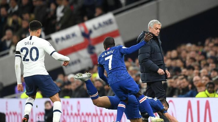 LONDON, ENGLAND - DECEMBER 22: Jose Mourinho, Manager of Tottenham Hotspur watches on as Cesar Azpilicueta of Chelsea falls  during the Premier League match between Tottenham Hotspur and Chelsea FC at Tottenham Hotspur Stadium on December 22, 2019 in London, United Kingdom. (Photo by Michael Regan/Getty Images)