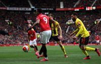 Martial mencetak gol lewat chip yang indah