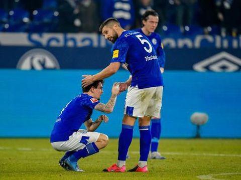 Ekspresi pemain Schalke seusai laga.