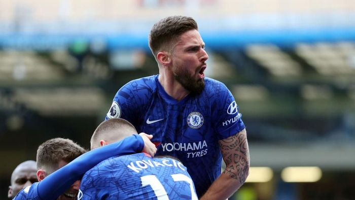 LONDON, ENGLAND - FEBRUARY 22: Olivier Giroud of Chelsea celebrates after Marcos Alonso (not pictured) scores his sides second goal during the Premier League match between Chelsea FC and Tottenham Hotspur at Stamford Bridge on February 22, 2020 in London, United Kingdom. (Photo by Catherine Ivill/Getty Images)