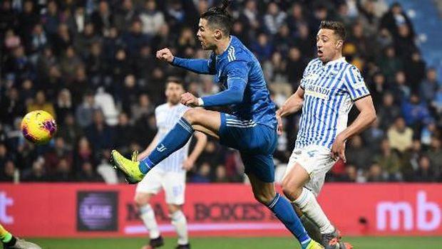 Ronaldo mencetak gol pertama Juventus.