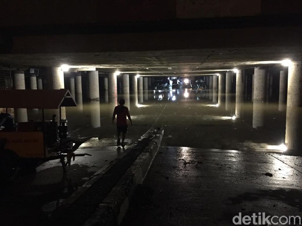 Underpass Kemayoran Masih Banjir 1,6 Meter, Diperkirakan Surut Besok