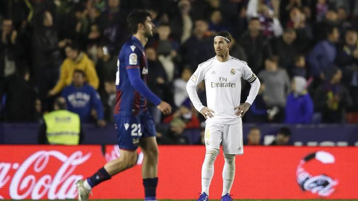 VALENCIA, SPAIN - FEBRUARY 22: Sergio Ramos of Real Madrid reacts to Levante UD scoring there first goal during the La Liga match between Levante UD and Real Madrid CF at Ciutat de Valencia on February 22, 2020 in Valencia, Spain. (Photo by Eric Alonso/Getty Images)