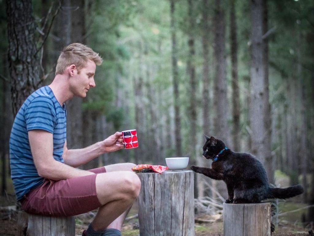 Pria Ini Berhenti Kerja, Jual Harta dan Pilih Traveling Bareng Kucing!