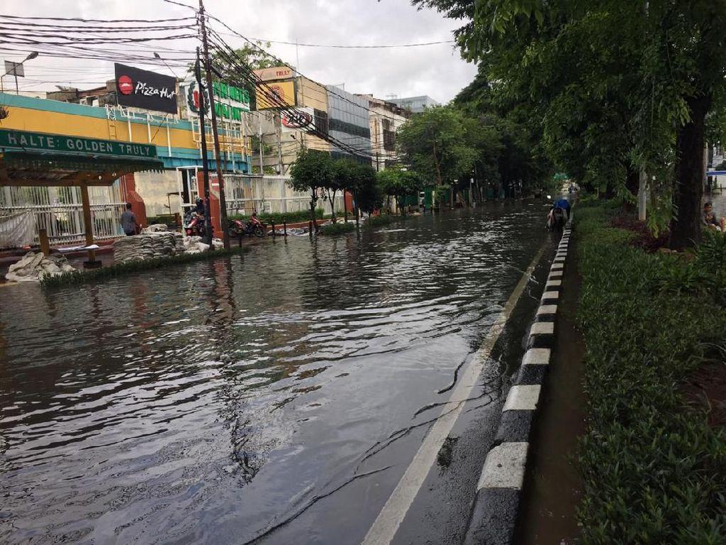 Saat Banjir Jakarta Halangi Sidang Gugatan Banjir