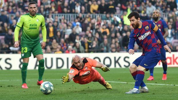 Messi mencetak gol keempatnya melawan Eibar.