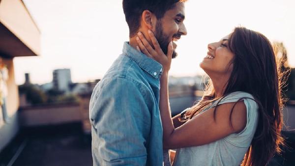 Bisakah Seseorang Tertular Virus Corona Saat Berhubungan Seksual?