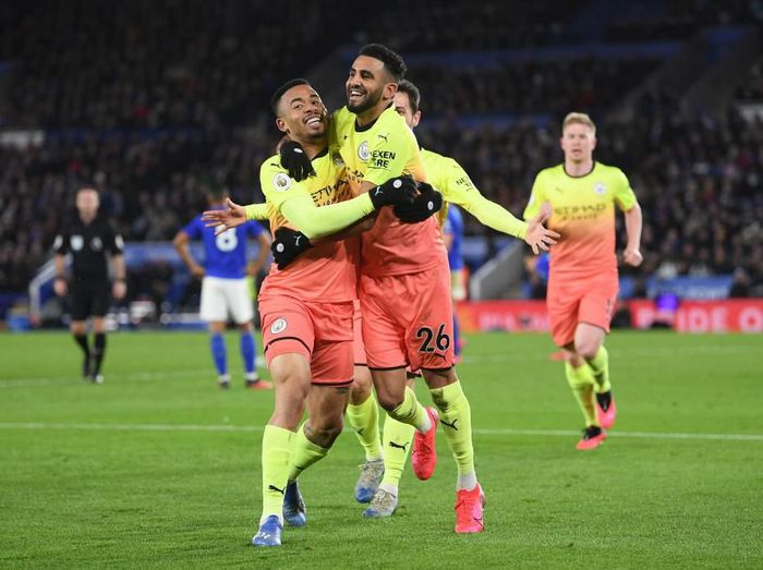 LEICESTER, ENGLAND - FEBRUARY 22: Gabriel Jesus of Manchester City celebrates with Riyad Mahrez after scoring his teams first goal during the Premier League match between Leicester City and Manchester City at The King Power Stadium on February 22, 2020 in Leicester, United Kingdom. (Photo by Laurence Griffiths/Getty Images)