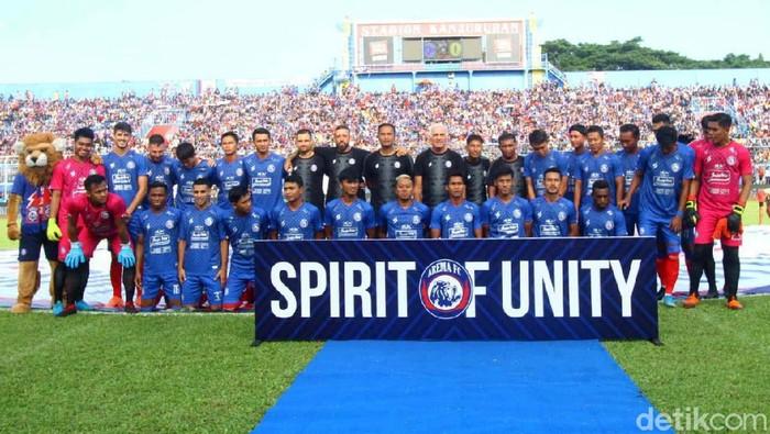 Arema FC kembali memperkenalkan jersey kandang untuk Liga 1 2020. Sebelumnya, mereka telah meluncurkan jersey ketiganya pada akhir lalu.