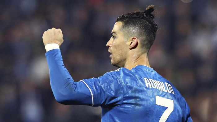 Juventus Cristiano Ronaldo celebrates scoring his sides first goal, during an Italian Serie A soccer match between Spal and Juventus at the Paolo Mazza stadium in Ferrara, Italy, Saturday, Feb. 22, 2020. (Filippo Rubin/LaPresse via AP)