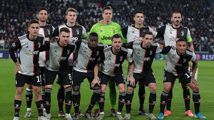 TURIN, ITALY - NOVEMBER 26:  Juventus team line up during the UEFA Champions League group D match between Juventus and Atletico Madrid at Allianz Stadium on November 26, 2019 in Turin, Italy.  (Photo by Emilio Andreoli/Getty Images)