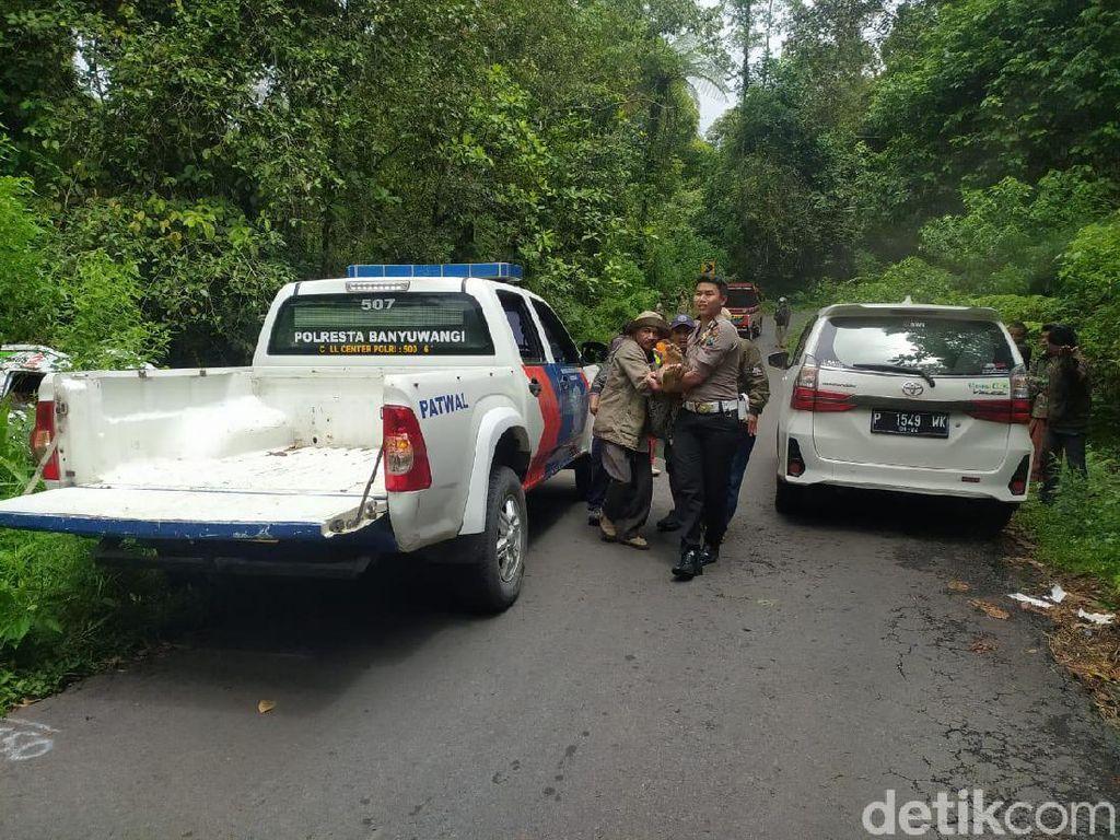 Minibus Angkut Mahasiswa dari Madura Terguling Karena Rem Blong