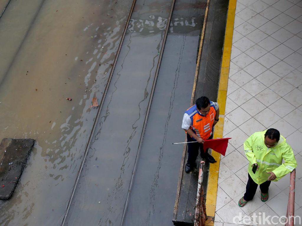 Terimbas Banjir, 10 Perjalanan Kereta Api Jarak Jauh Terganggu