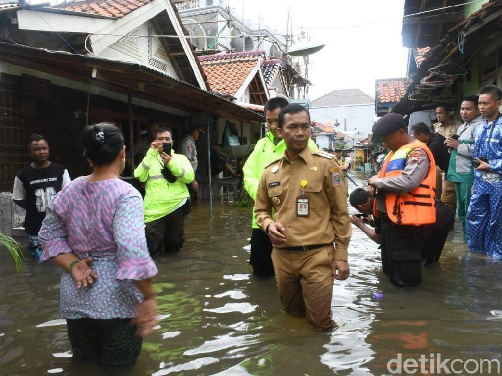 8 Desa di Batang Kebanjiran, Warga Emoh Mengungsi
