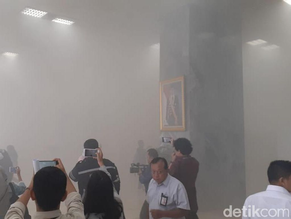 Ini Dugaan Penyebab Alarm Kebakaran Gedung DPR Berdering