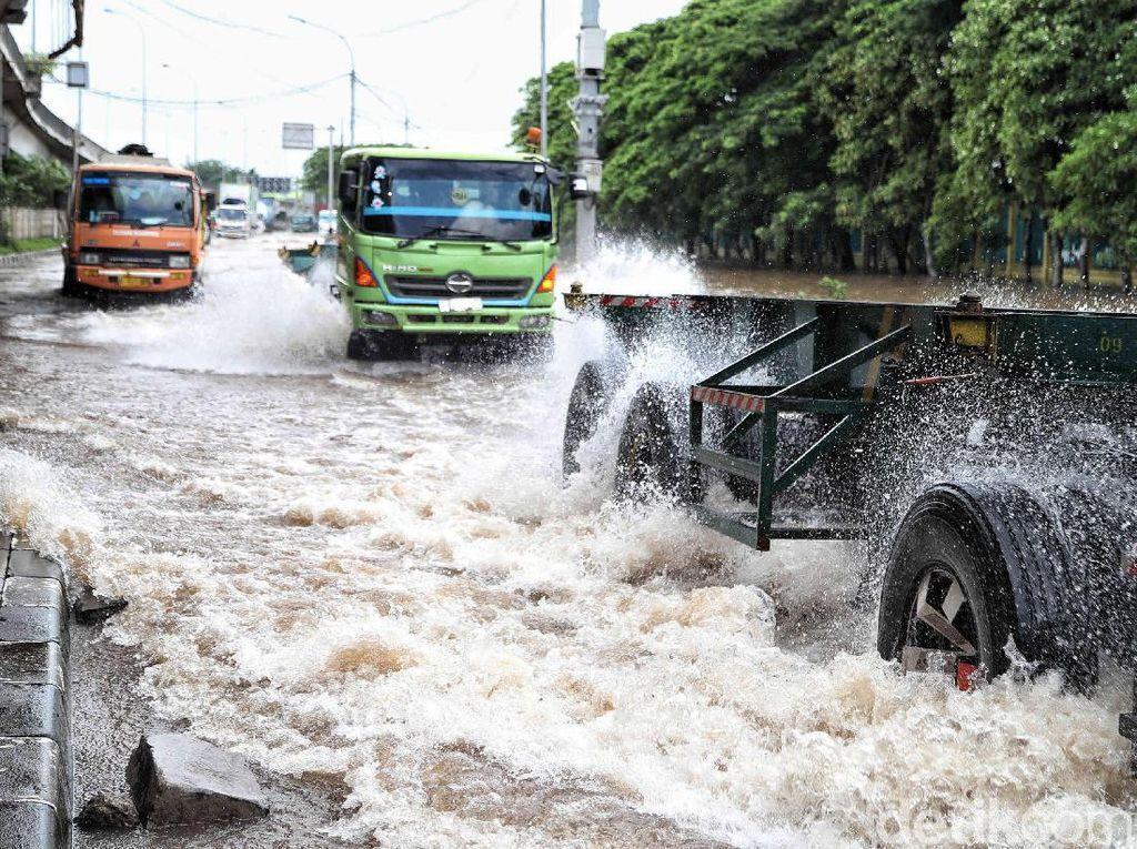 Terdampak Banjir, Begini Kondisi Tol Akses Tanjung Priok