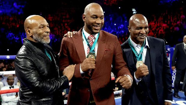 LAS VEGAS, NEVADA - FEBRUARY 22: (L-R) Former Heavyweight Champions Mike Tyson, Lennox Lewis and Evander Holyfield are honored prior to the Heavyweight bout for Wilder's WBC and Fury's lineal heavyweight title between Tyson Fury and Deontay Wilder on February 22, 2020 at MGM Grand Garden Arena in Las Vegas, Nevada.   Al Bello/Getty Images/AFP