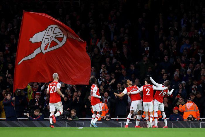 LONDON, ENGLAND - FEBRUARY 23: Pierre-Emerick Aubameyang of Arsenal celebrates with teammates Hector Bellerin and Nicolas Pepe after scoring his sides third goal during the Premier League match between Arsenal FC and Everton FC at Emirates Stadium on February 23, 2020 in London, United Kingdom. (Photo by Julian Finney/Getty Images)