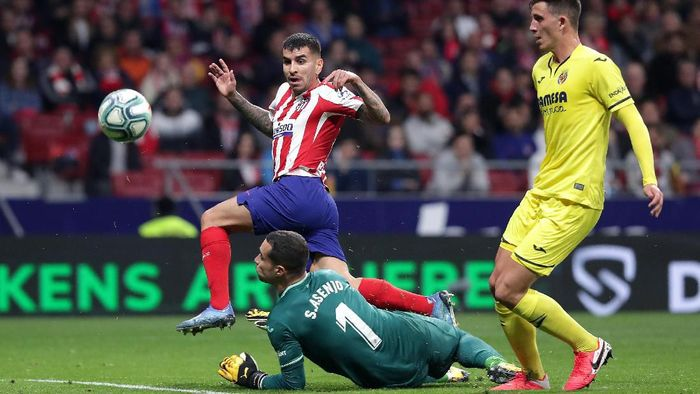 MADRID, SPAIN - FEBRUARY 23:  Angel Correa of Atletico Madrid scores his teams first goal during the La Liga match between Club Atletico de Madrid and Villarreal CF at Wanda Metropolitano on February 23, 2020 in Madrid, Spain. (Photo by Gonzalo Arroyo Moreno/Getty Images)