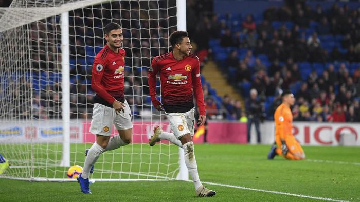 CARDIFF, WALES - DECEMBER 22:  Manchester United striker Jesse Lingard celebrates the 5th United goal with Andreas Pereira (l) during the Premier League match between Cardiff City and Manchester United at Cardiff City Stadium on December 22, 2018 in Cardiff, United Kingdom.  (Photo by Stu Forster/Getty Images)