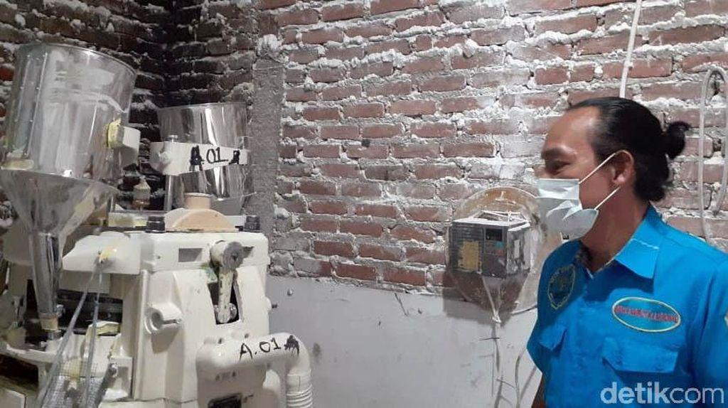 Penampakan Pabrik Narkoba yang Cetak Ribuan Pil di Bandung