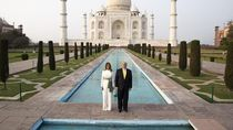 Trump-Melania Eksis di Taj Mahal