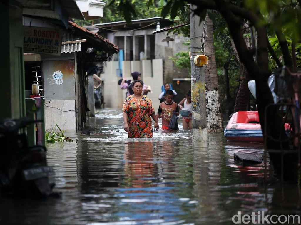 Perhatian! Ini Tips Biar Tak Tersengat Listrik saat Banjir