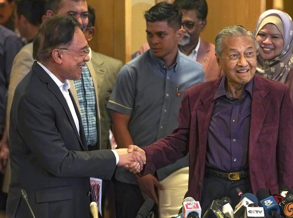 Pengakuan Getir Anwar Ibrahim yang Baru Sadar Ditipu Mahathir