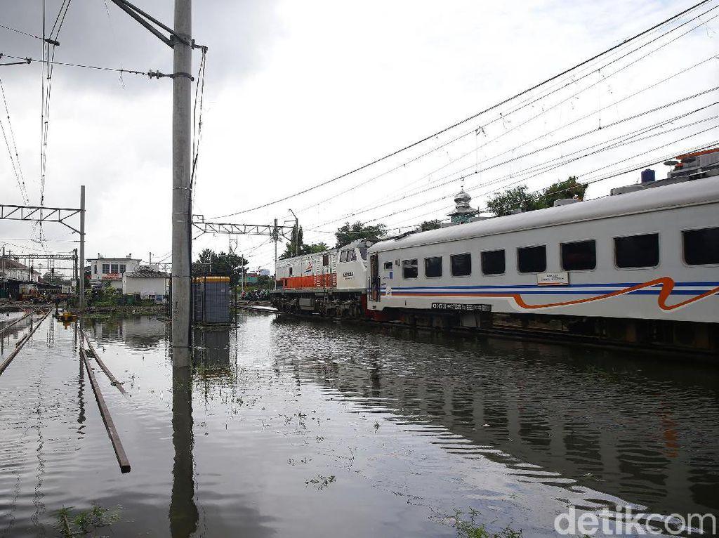 Gegara Banjir Jakarta Jadwal 4 Kereta ke Yogya Telat Hingga 2,5 Jam