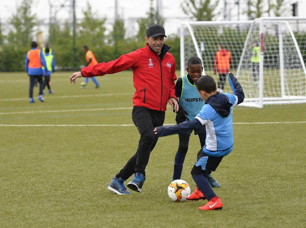 Inggris Larang Anak di Bawah Usia 12 Tahun Menyundul Bola
